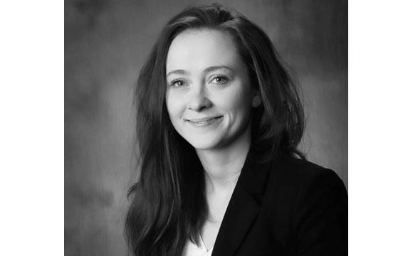 Financial Advisor Elizabeth Hartman